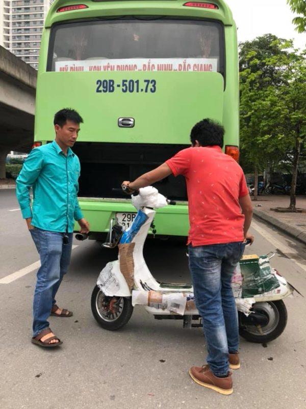 Bọc xe đạp điện rất cẩn thận khi gửi đi xa