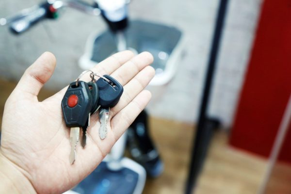 Thay ổ khóa xe đạp điện