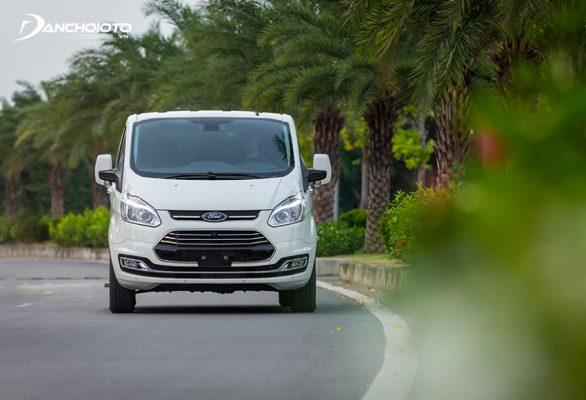 So sánh Kia Sedona, mức tiêu thụ nhiên liệu Ford Tourneo thấp hơn